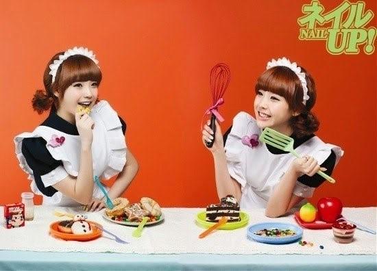 """""""Em gái quốc dân""""IU làm cô hầu gái dễ thương trên bàn ăn của tạp chí Nail Up. Khi ghi hình cho show Heroes của đài SBS ở một nhà hàng, IU cũng xuất hiện với hình tượng này."""