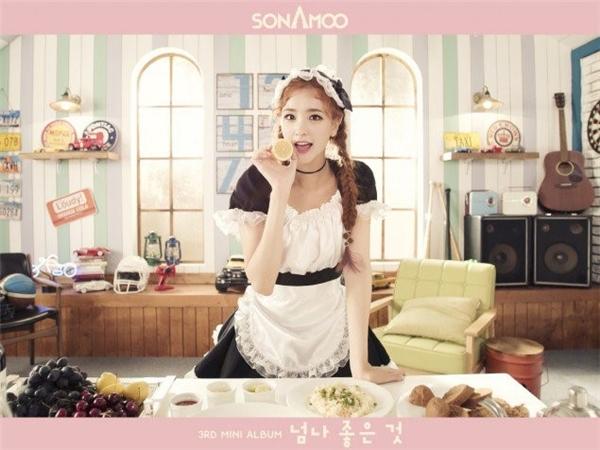 Nhóm tân binh Sonamoo kịp cập nhật xu hướng concept này trong ảnh quảng bá cho mini album thứ ba I Like U Too Much vào năm ngoái.