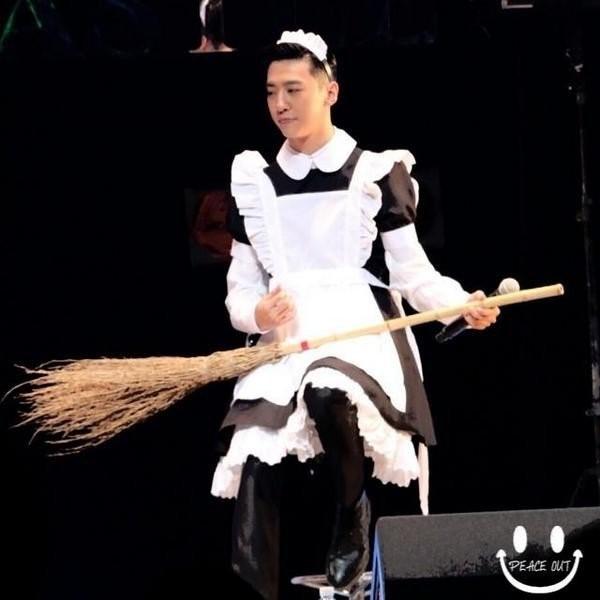 Không chỉ ca sĩ, nhóm nhạc nữ, các mĩnam Kpop cũng thử sức với hình tượng này. Rapper Bang Yong Guk của nhóm B.A.P từng khiến fan cười lăn khi mặc trang phục hầu gái ở buổi họp fan.