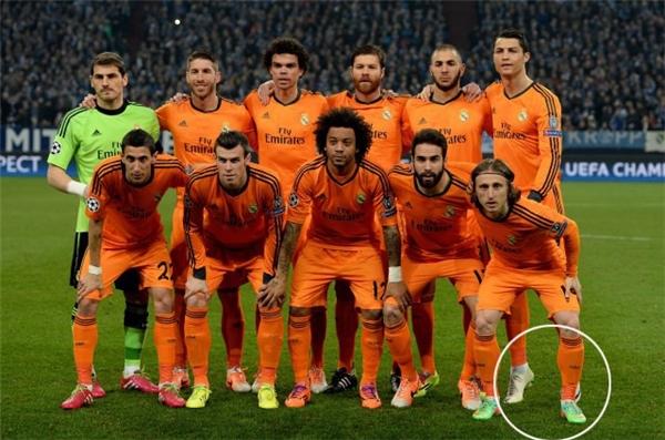 Bắt quả tang Ronaldo ăn gian chiều cao