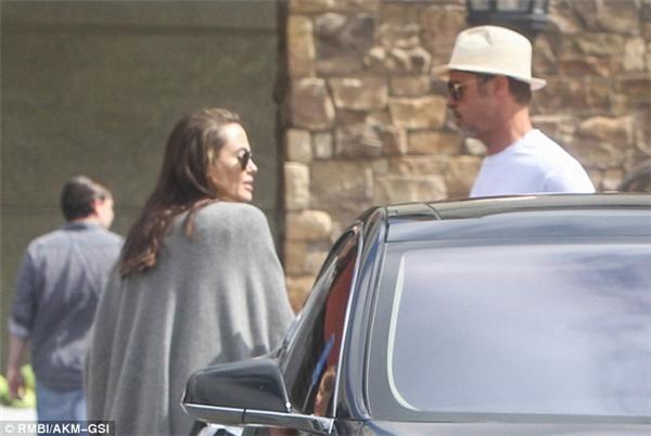 Angelina Jolie và Brad Pitt xuất hiện bên nhau đập tan tin đồn li hôn