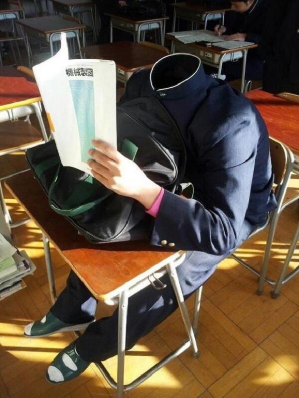 Một cách ngủ trộm trong giờ học mà không một ai có thể phát hiện ra.