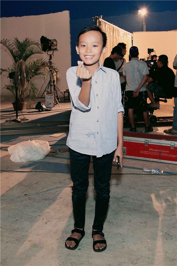 Mới đây trong một buổi quay hình của Phi Nhung, Hồ Văn Cường đã bất ngờ xuất hiện ở hậu trường để ủng hộ tinh thần nữ ca sĩ.