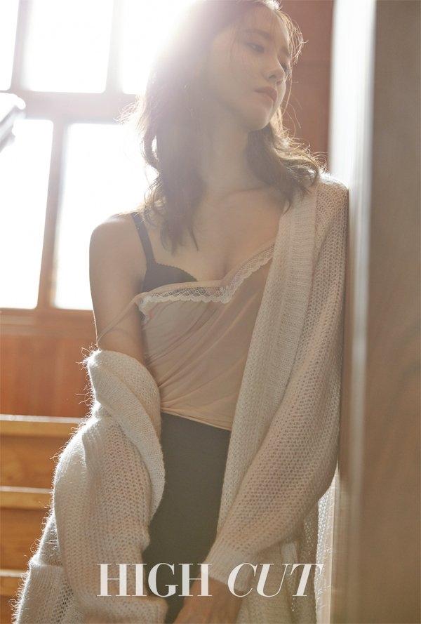 Yoona khoe vẻ trưởng thành, táo bạo hở hang trên tạp chí