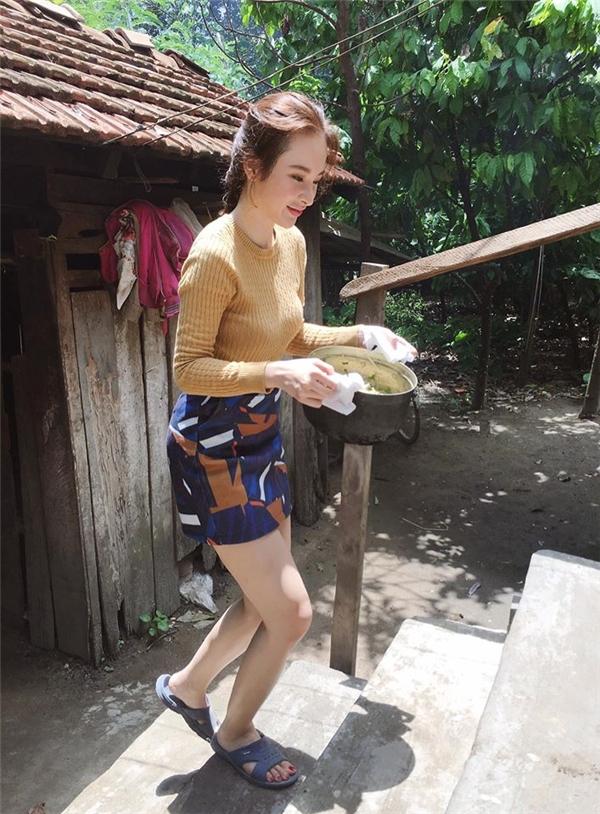 Bỏ ánh hào quang, sao Việt không ngại xắn tay áo bưng bê, rửa chén - Tin sao Viet - Tin tuc sao Viet - Scandal sao Viet - Tin tuc cua Sao - Tin cua Sao