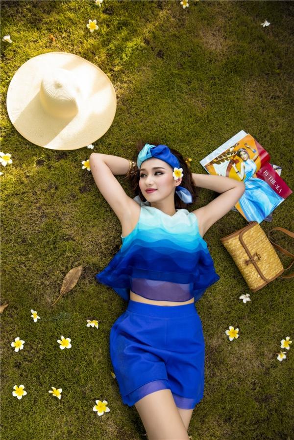 Mốt quấn khăn turban được các cô gái ưa chuộng trong mùa hè năm nay bởi nét hoài cổ nhưng vẫn rất đỗi cá tính, lạ mắt.