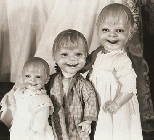 Có ai dám chơi với những con búp bê cười một cách nguy hiểmnày không?