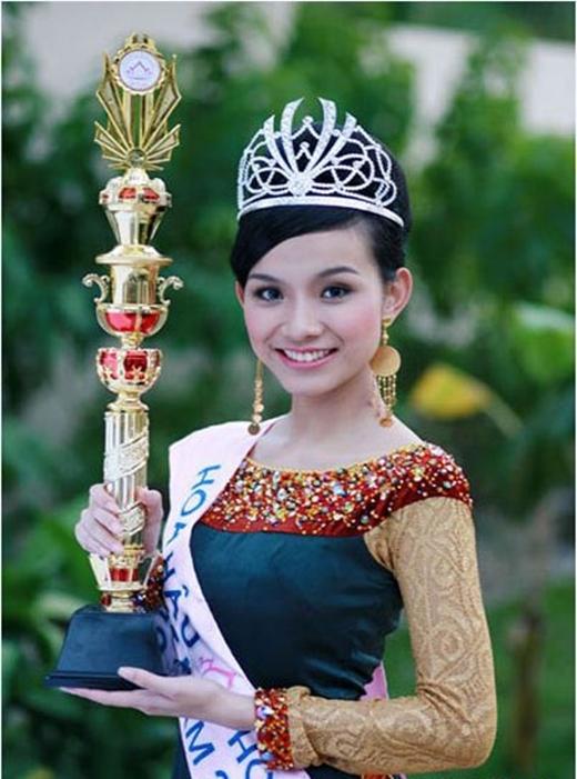 Năm 2008, Thùy Lâm bất ngờ đăng quang tại cuộc thi Hoa hậu Hoàn vũ Việt Nam, sau đó, cô còn đại diện Việt Nam tham dự Hoa hậu Hoàn vũ thế giới và dừng lại ở Top 15. - Tin sao Viet - Tin tuc sao Viet - Scandal sao Viet - Tin tuc cua Sao - Tin cua Sao