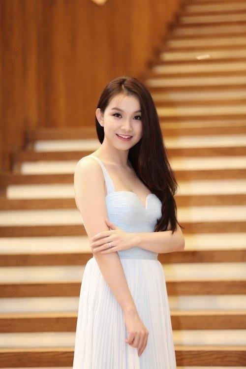 Cô vẫn xuất hiện tại một số các sự kiện và thực hiện nhiều bộ ảnh thời trang, cũng như lên sóng truyền hình với tư cách là một Hoa hậu. - Tin sao Viet - Tin tuc sao Viet - Scandal sao Viet - Tin tuc cua Sao - Tin cua Sao