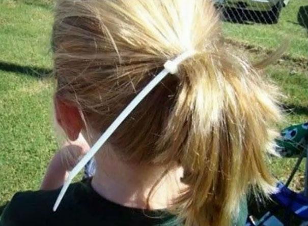 Buộc bằng cái này có đi... đánh lộn với đám bạn cũng không sợ bị tuột tóc.