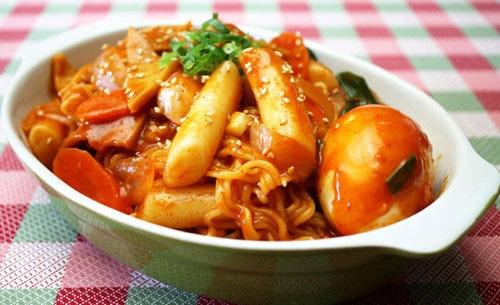 """Ẩm thực Hàn Quốc - Bánh gạo Hàn Quốc Tteokbokki khiến giới trẻ """"đứng ngồi không yên"""""""