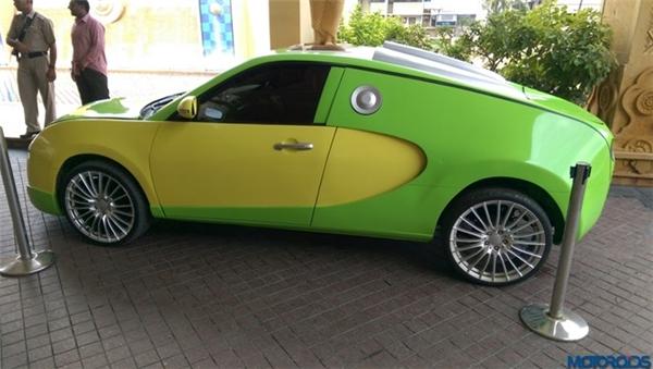 Hai bên sườn xe vẫn là những đường cong quen thuộc của Bugatti Veyron, nhưng hốc gió chỉ được tạo hình giả định, hoàn toàn không có tác dụng. Bên cạnh đó, màu sơn cũng khiến chiếc xe nổi bật và dễ nhận biết khi xuất hiện.(Ảnh: internet)