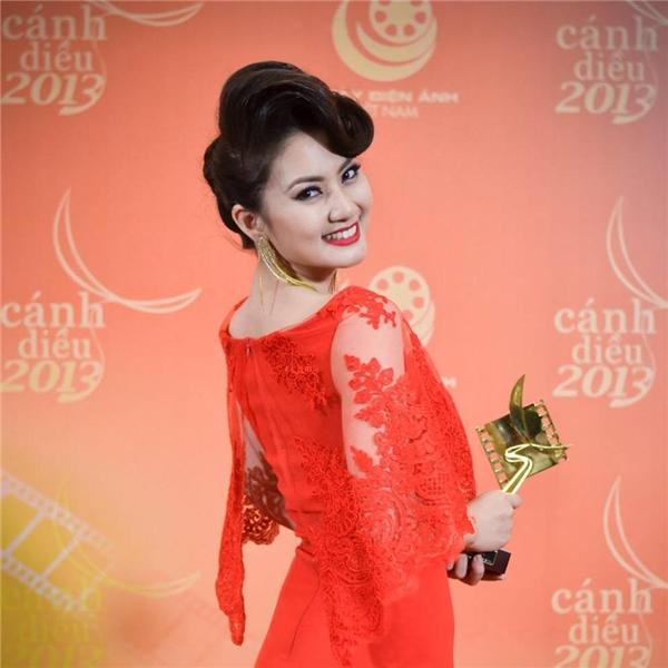 SauKiều nữ và đại gia, cô được mời đóng nhiều phim truyền hình nổi tiếng, trong đó có Thuyền giấy, bộ phim mang đến cho cô danh hiệu Nữ diễn viên xuất sắc nhất tại ba giải: HTV Awards 2014, Liên hoan phim TH 2013 vàCánh diều vàng 2014. - Tin sao Viet - Tin tuc sao Viet - Scandal sao Viet - Tin tuc cua Sao - Tin cua Sao
