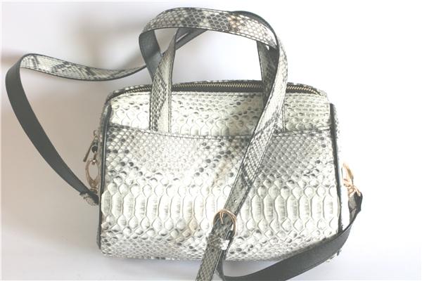 Chiếc túi xách hàng hiệu(Ảnh: Internet)