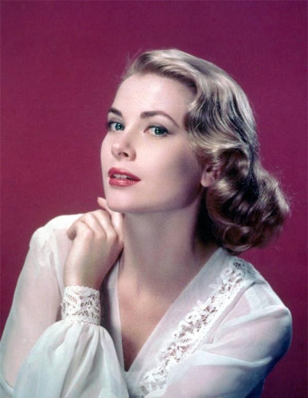 Vẻ đẹp không tìvết của nữ diễn viên Grace Kelly