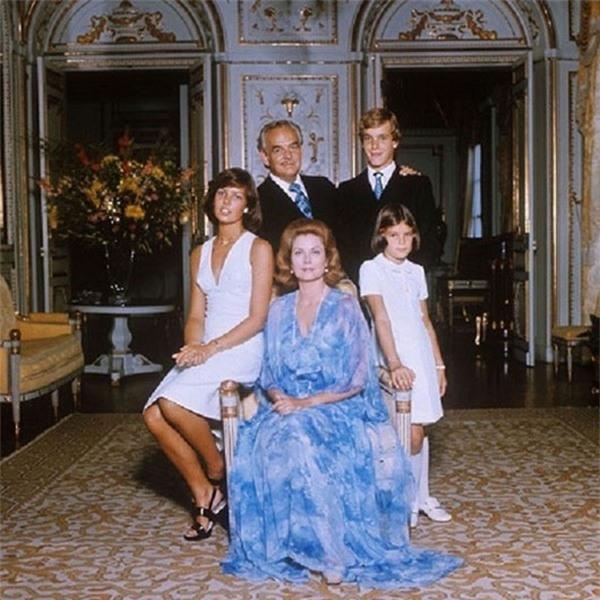 Lời nguyền gia tộc dường như đang giáng xuống gia đình công nương quá cố Grace Kelly.