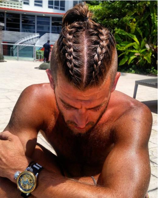Unisex là một điểm đặc biệt mà tóc bím luôn đem lại cho các bạn nam.