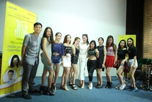 """Đông Nhi, Hồ Hoài Anh cùng 9 cô gái """"tóc mượt"""" tài năng nhất Hello Yellow Band Quest đã sẵn sàng cho đêm Chung kết."""