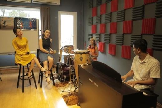 Top 9 tích cực tập luyện cùng nhạc sĩ Hồ Hoài Anh cho vòng Chung kết sắp đến.