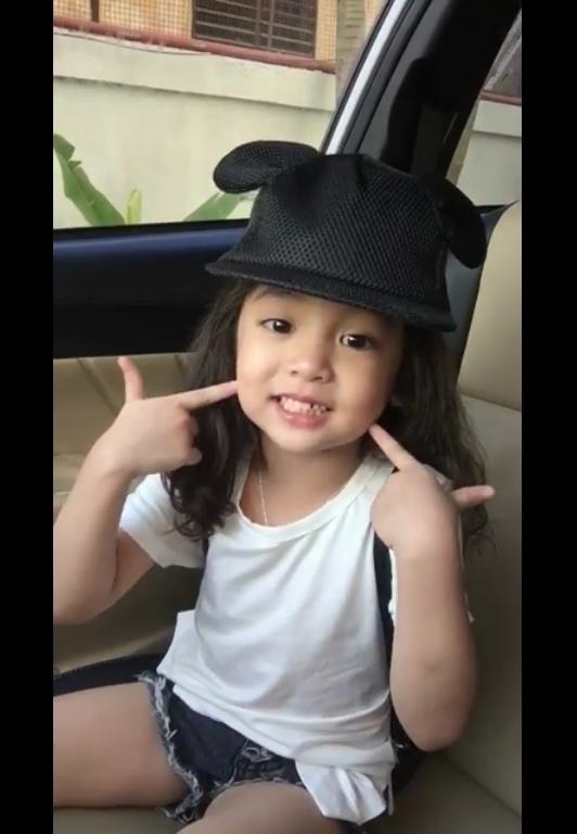 """Những hình ảnh dễ thương của bé Diệp Anh được cắt từ clip cover bài """"Anh cứ đi đi"""" của Hari Won. (Ảnh cắt từ clip)"""