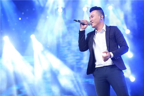"""Với loạt lời nhận xét có cánh đến từ 3 vị giám khảo, đặc biệt nữ ca sĩ Thu Minh còn nhận định""""có đẳng cấp của một ca sĩ"""", Bá Duy hoàn toàn xứng đáng để bước tiếp vào vòng thi tiếp theo ."""