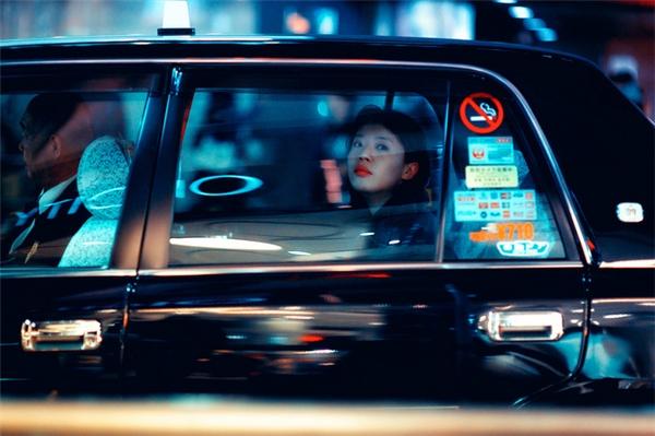 Luôn nhớ: Ngồi càng xa lái xe càng tốt! (Ảnh: Internet)