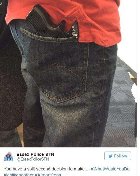 Cảnh sát đã bắt giữ người đàn ông với chiếc ốp lưngiPhone hình khẩu súng. (Ảnh: Twitter)