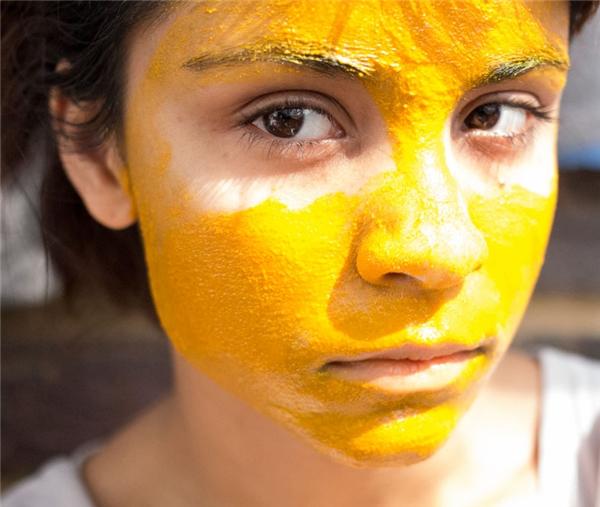 Nghệ còn được dùng để làm đẹp, nhưng nếu sử dụng không đúng cách nó sẽ khiến da bị dị ứng và bắt nắng.