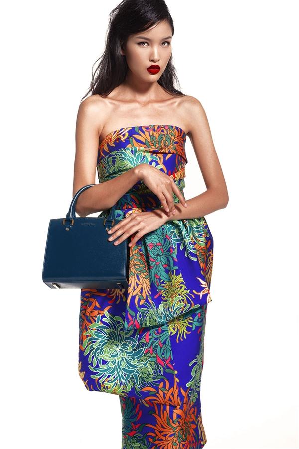 Từ hình ảnh năng động, thanh lịch, Chà Mi hóa thân thành người phụ nữ quyến rũ với bộ váy cúp ngực ngọt ngào.