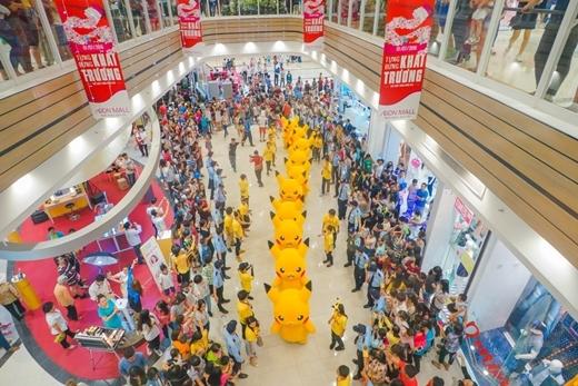 Binh đoàn Pikachu đã diễu hành trước sự thích thú của đông đảo các bạn trẻ.