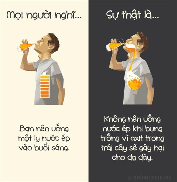 Nếu bạn đang thắc mắc không hiểu vì sao mình hay đau dạ dày buổi sáng thì thủ phạm chính là nước ép đấy. (Ảnh: Daniil Shubin)