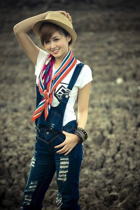 Cô là người mẫu đắt khách cho các hãng thời trang dành cho teen girl.