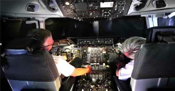 1. Phi công có thể ngủ quên khi đang điều khiển máy bay: Khoảng 50% phi công đã thừa nhận ngủ gật trong khi lái máy bay chở khách dựa trên nghiên cứu của Hiệp hội phi công British Airlines.