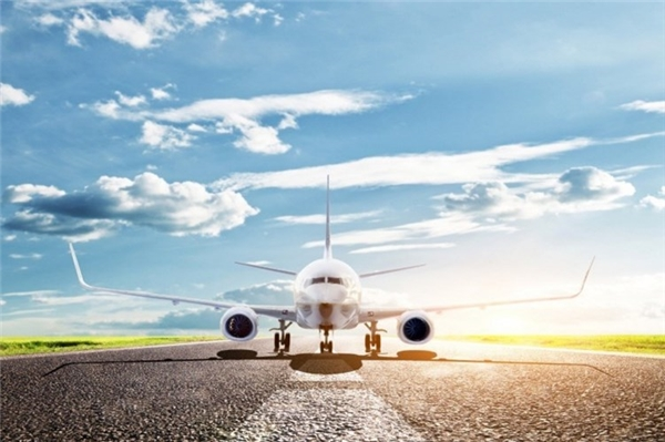 """10. Bạn sẽ không được thông báo khi máy bay gặp sự cố: Nhiều trường hợp máy bay đang có trục trặc kỹ thuật gì dù nhỏ hay lớn, bạn cũng sẽ không bao giờ được nghe cơ trưởng thông báo. """"Chúng tôi chỉ nói những điều hành khách cần biết."""", Jim Tilmon, một phi công nghỉ hưu tiết lộ. Vậy nên, những câu như """"Hành khách chú ý, động cơ máy bay bị trục trặc."""" hiếm khi được nghe thấy trên máy bay."""