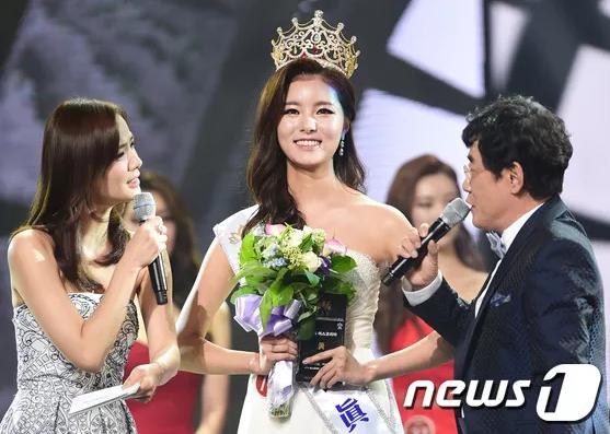 Tân Hoa hậu Hàn Quốc 2016 không giấu nổi niềm xúc động