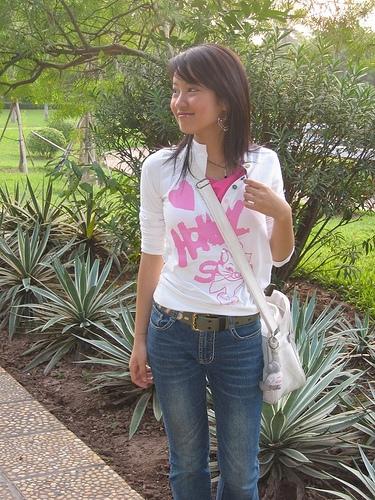 Cô luôn đón đầu xu hướng thời trang mới nhất. Trong hình là kiểu tóc Vic từng gây sốt một thời gian trong giới trẻ.