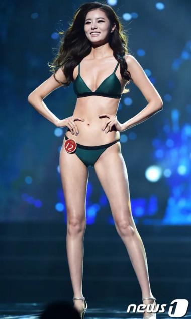 Kim Jin Sol sở hữu vóc dáng cân đối, thân hình được đánh giá có tỉ lệ hoàn hảo. Tuy nhiên, theo mắt nhìn của khán giả, người đẹp này kém sắc cả về khuôn mặt lẫn thân hình