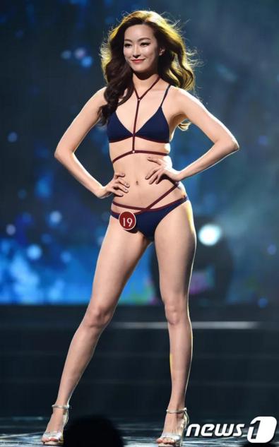 Lee Chae Young (19 tuổi, đến từ Gwangju) - Á hậu 2