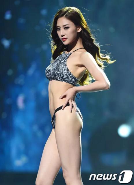 Hong Na Shil (24 tuổi, đến từ Seoul) - Á hậu 2