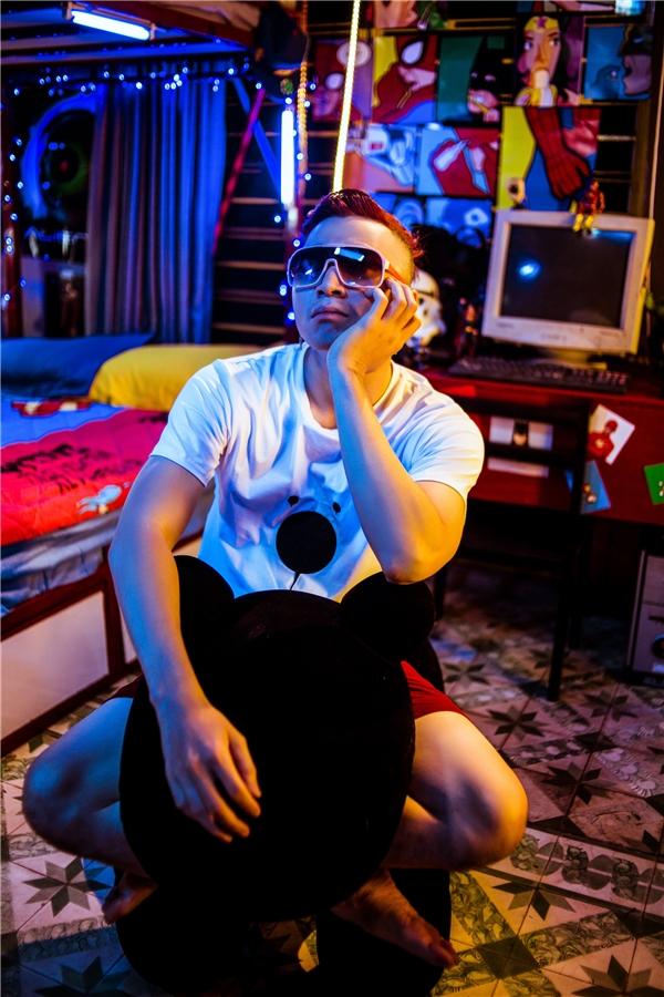 Karik chia sẻ bài rap này anh viết phần lời trong thời gian 3 ngày và mất 1 tuần làm việc với producer nổi tiếng Daniel Mastro để cho ra phần beat hoàn chỉnh.