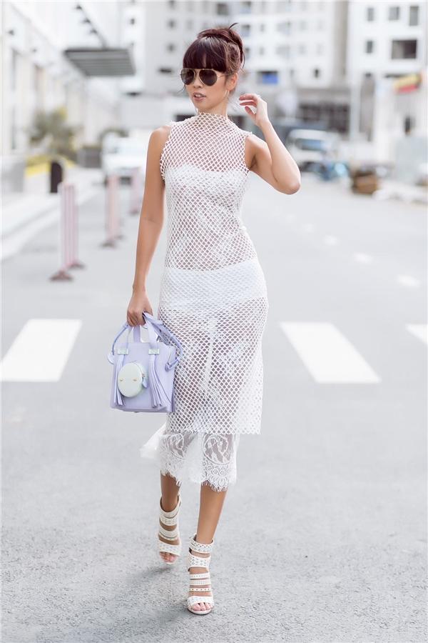 Thuộc thế hệ siêu mẫu đời đầu của làng giải trí Việt, Hà Anh luôn tạo phong cách khác biệt từ tính cách, quan điểm sống đến những lựa chọn thời trang trên sàn diễn và xuống phố.