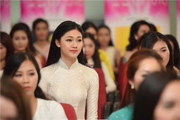 Đặc biệt trong top người đẹp phía Bắc, thí sinh được nhiều người chú ý nhất đó chính là Ngô Thanh Thanh Tú - em gái của Á hậu Hoàn vũ Việt Nam 2015 Ngô Trà My.Cô gái trẻ gây ấn tượng bởi chiều cao nổi trội, gương mặt thanh tú cùng nụ cười duyên dáng hao hao chị ruột.