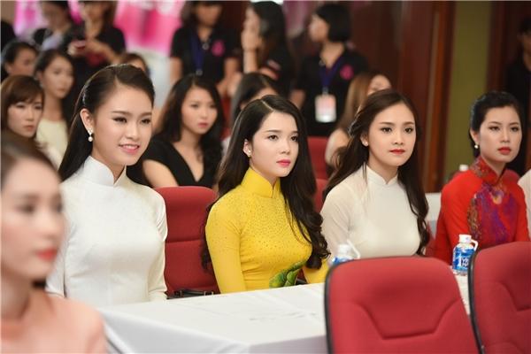 Tuy nhiên vẫn có những gương mặt tỏ ra lo lắng, hồi hộp khi nghe ban giám khảo công bố kết quả.