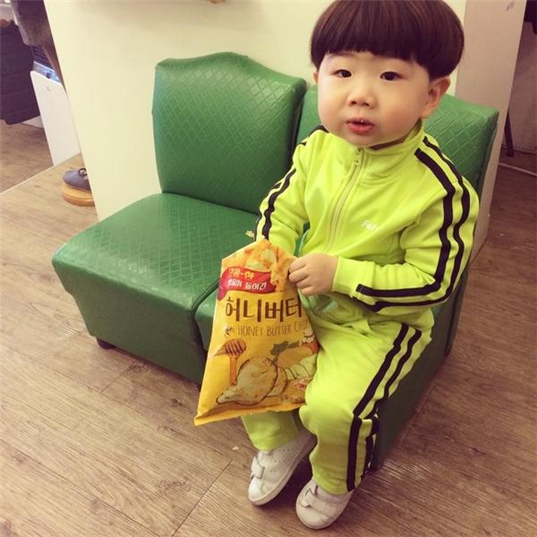 Dần dần lớn lên, cậu bé đã không còn muốn ăn 3 bữa chính trong ngày. Bà nội Quách thương cháu, nên càng mua nhiều loại bánh kẹo hơn để cháu ăn thay cơm. (Ảnh mình họa - Nguồn Internet)