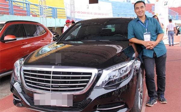 Ngoài ra, Quyền Linh cũng sở hữu một chiếc xe hơi thuộc dòng hạng sang có giá gần 4 tỉ đồng. Đây là phương tiện đi lại chính của anh và gia đình. - Tin sao Viet - Tin tuc sao Viet - Scandal sao Viet - Tin tuc cua Sao - Tin cua Sao