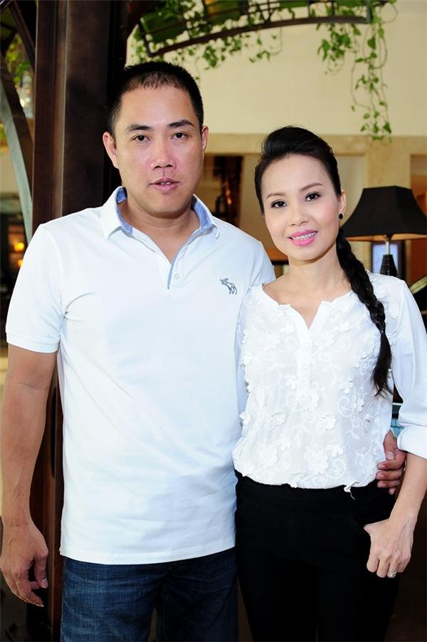 Chồng của Cẩm Ly - nhạc sĩ Minh Vy là chủ của một hàng studio lâu đời và danh tiếng bậc nhất Sài Gòn. Anh được xem như đại gia và luôn đứng sau hỗ trợ cho thành công của vợ. - Tin sao Viet - Tin tuc sao Viet - Scandal sao Viet - Tin tuc cua Sao - Tin cua Sao