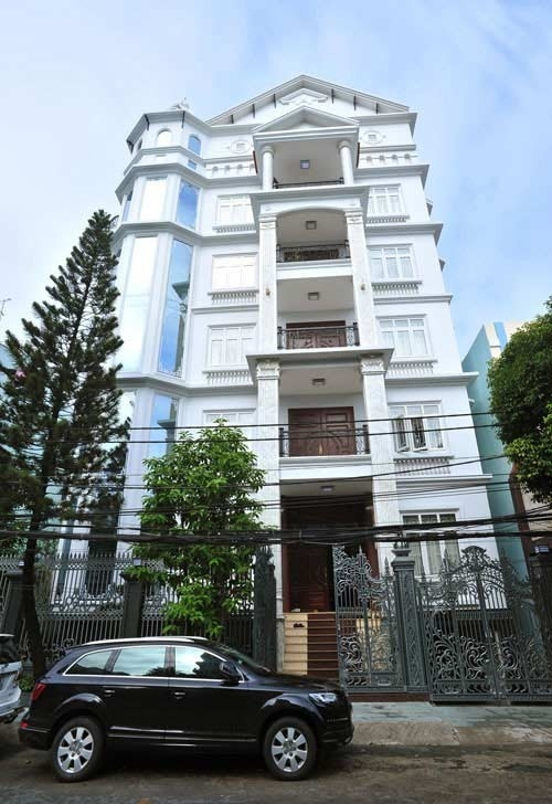 Trang Nhung được nhiều người biết đến là một trong những người giàu có nhất nhì showbiz Việt khi sở hữu căn nhà có giá trị lên tới 100 tỉ đồng. - Tin sao Viet - Tin tuc sao Viet - Scandal sao Viet - Tin tuc cua Sao - Tin cua Sao