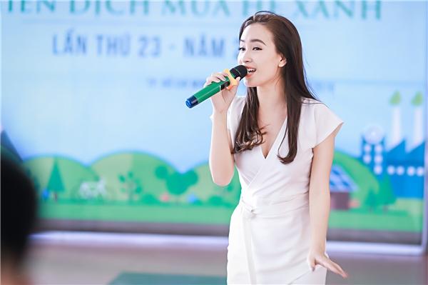 Được biết, tình trạng sức khỏe của cô không được tốt do bị ảnh hưởng của thời tiết và lịch công việc dày đặc. Tuy hát không lên được những nốt cao nhất nhưng cô vẫn được ủng hộ nhiệt tình.