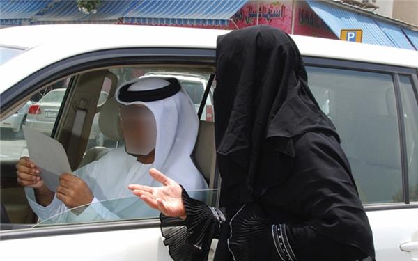 Ăn xin ở Dubai không được cho tiền lẻ bao giờ mà chỉ toàn tiền giấy hay được cà thẻ.