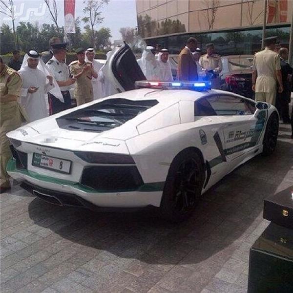 Bạn còn thấy ở đâu khác siêu xe cảnh sát hay không?